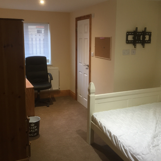 Calnee Lodge Bedroom - student accommodation in Gloucester